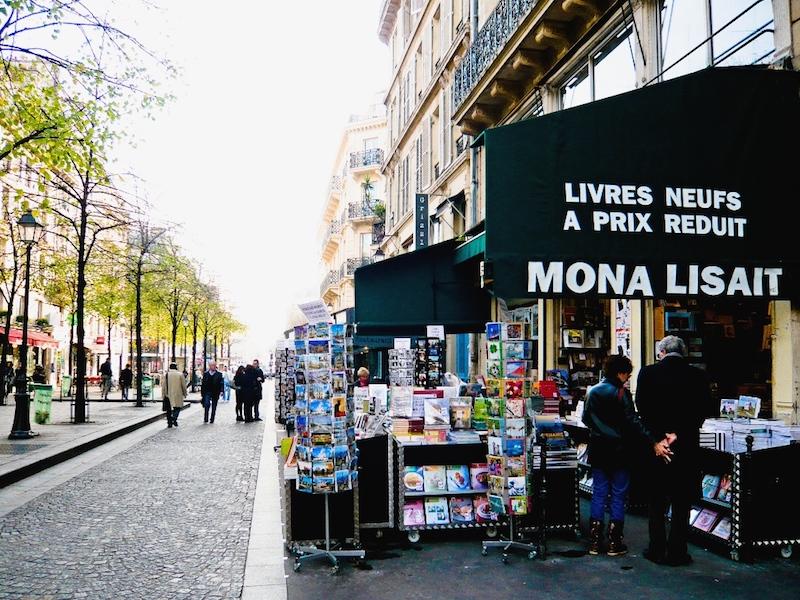 Livraria em Paris com livros de arte